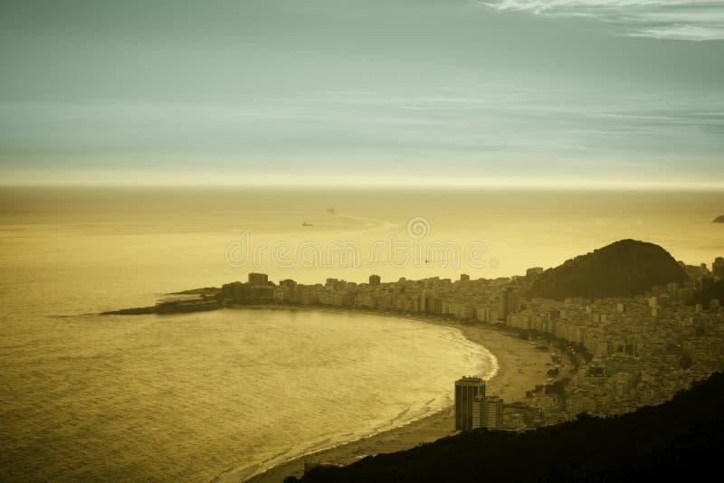 Download Playa De Copacabana En Rio De Janeiro Foto de archivo - Imagen de cielo, relaje: 42431342