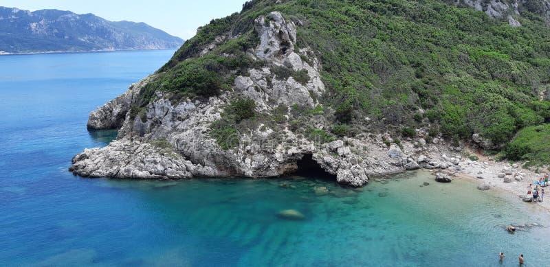 Playa de Corfú, Oporto Timoni Afionas imagen de archivo