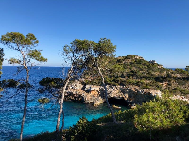 Playa de Formentor Cala Pi de la Posada, playa hermosa en el casquillo Formentor, Palma Mallorca, Espa?a fotografía de archivo libre de regalías