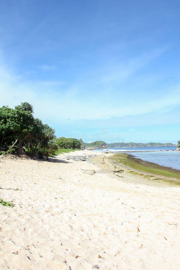 Playa de Goa China en Malang, Java Oriental, Indonesia - fondo de las vacaciones de la naturaleza fotografía de archivo