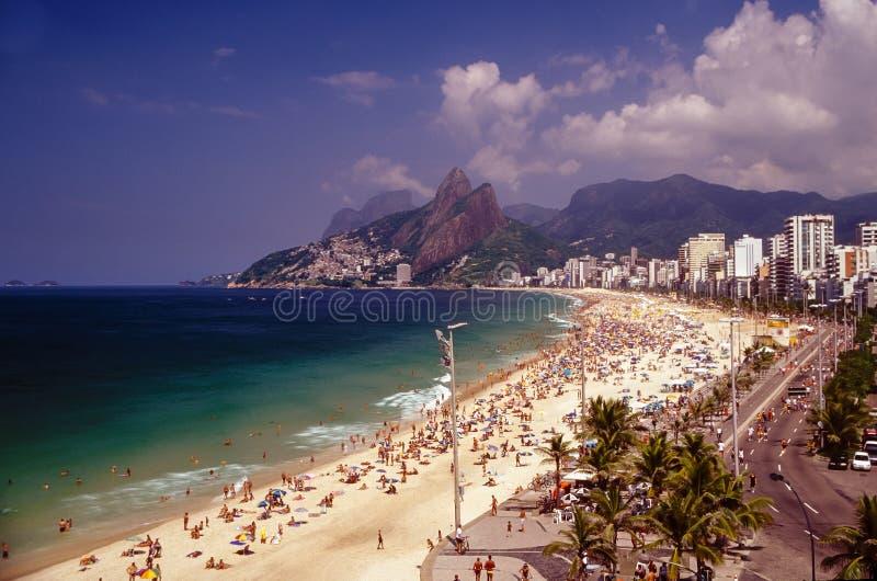 Playa de Impanema en Rio de Janeiro, el Brasil en el tiempo del carnaval fotos de archivo