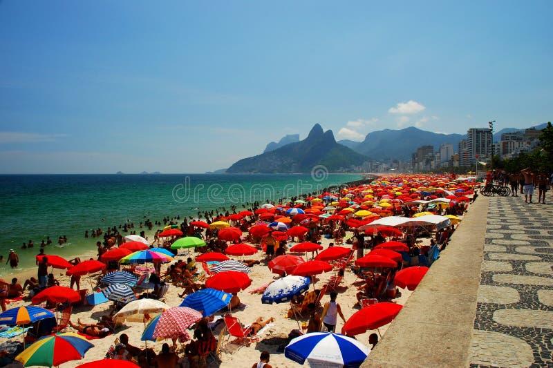 Playa de Ipanema. Rio de Janeiro, el Brasil foto de archivo
