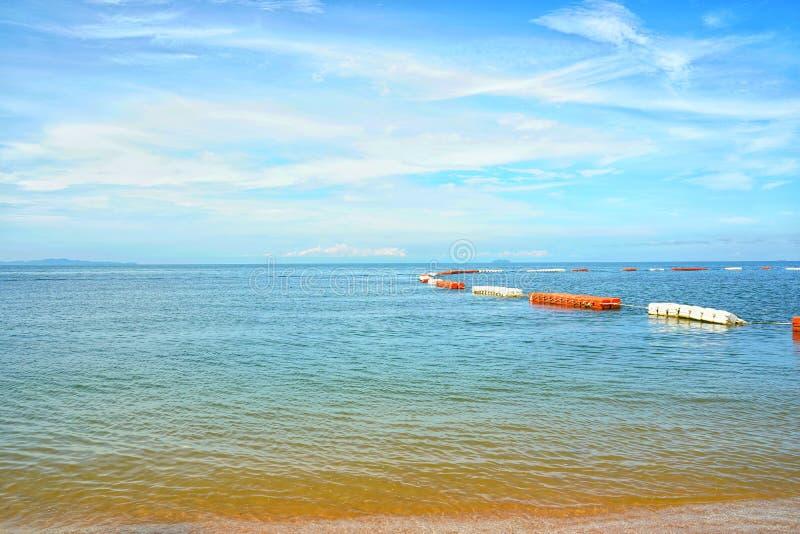 Playa de Jomtien del mar, Pattaya Chon Buri en Tailandia foto de archivo libre de regalías