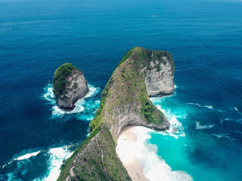 Playa de Kelingking en la isla de Nusa Penida en Bali imágenes de archivo libres de regalías