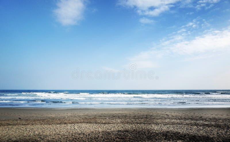 Playa de la arena con resaca fotos de archivo libres de regalías