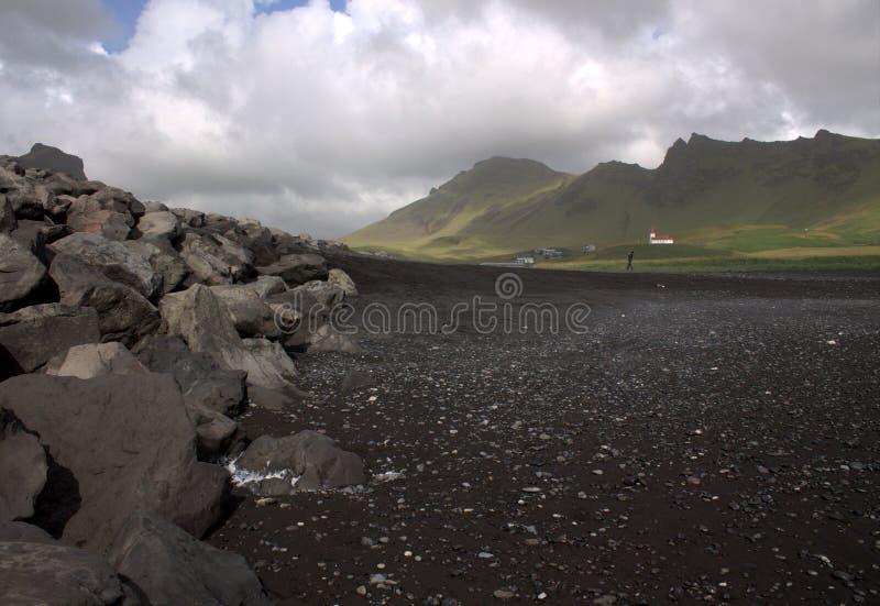 Playa de la arena del negro de Rejnisfara en Vik Myrdal imagen de archivo libre de regalías