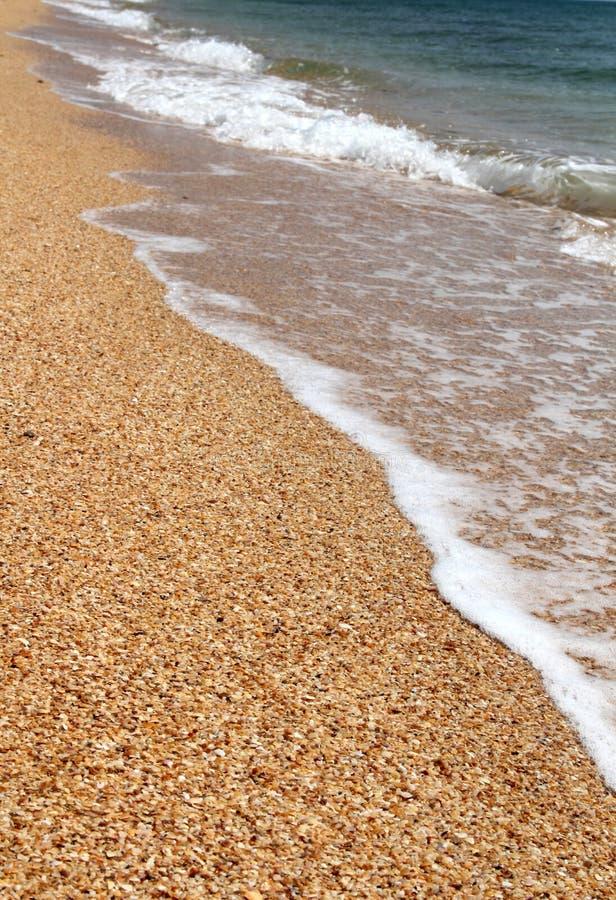 Playa de la arena y fondo transparente del agua foto de archivo libre de regalías