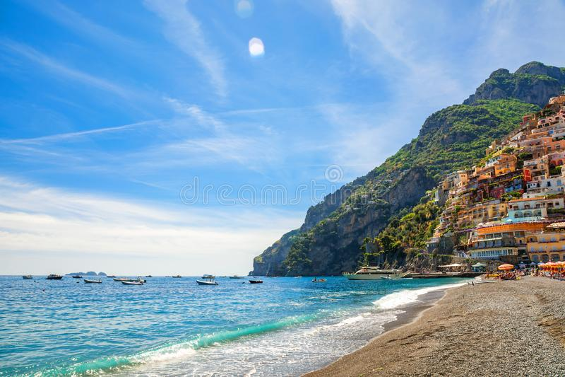 Playa de la ciudad de Positano, costa de Amalfi, Italia imágenes de archivo libres de regalías