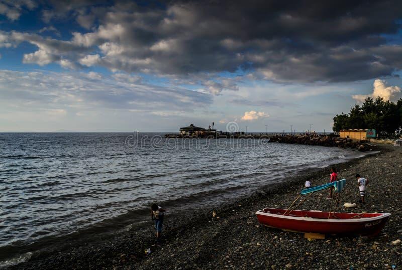 Playa de la ciudad turca en verano foto de archivo