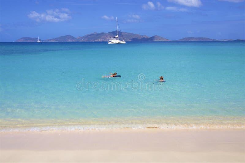 Playa de la ensenada del contrabandista en Tortola, BVI, el Caribe imagen de archivo
