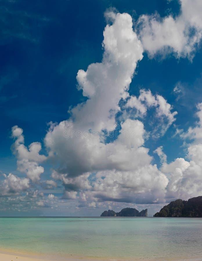 Playa de la isla de la phi de la phi fotos de archivo libres de regalías