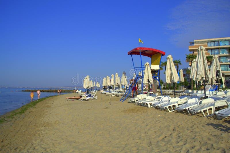 Playa de la mañana del centro turístico de verano, Elenite Bulgaria foto de archivo