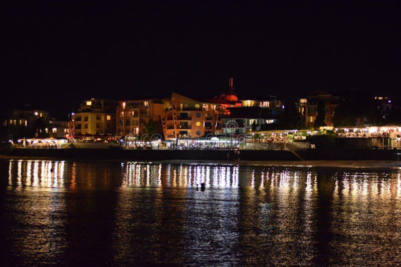Playa de la noche en Nessebar imagenes de archivo