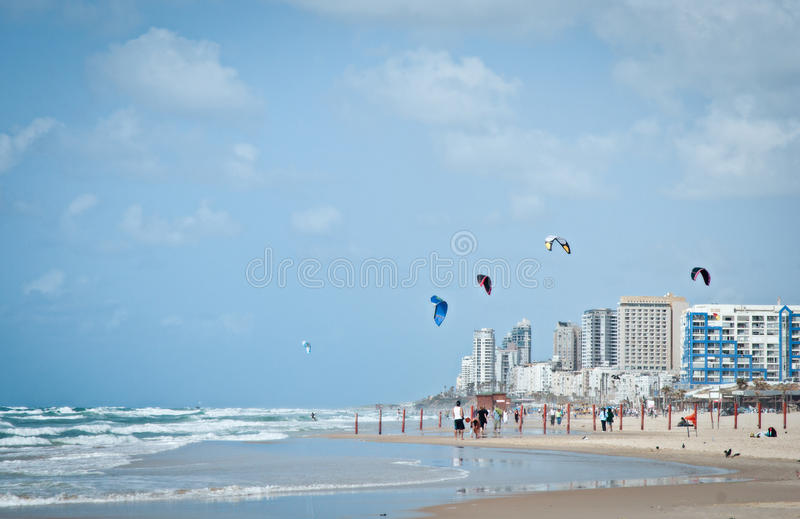 Playa diseñada para deportes que practican surf y los otros. imagen de archivo libre de regalías