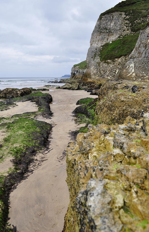Playa de la roca blanca, Portrush, Irlanda del Norte fotos de archivo libres de regalías