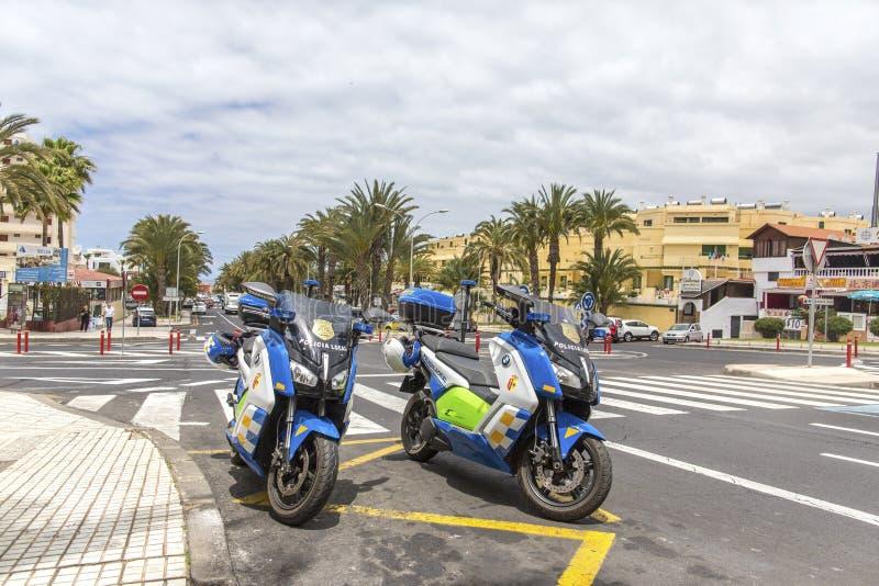 Playa De Las Américas, Tenerife, España - 17 de mayo de 2018: Motocycles de la policía local en Las Américas Motocicletas de la p fotos de archivo libres de regalías