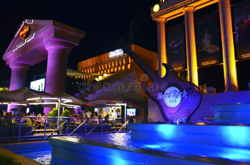 Playa De Las Amériques, Ténérife, Îles Canaries, Espagne - 26 juillet 2018 : Hard Rock Cafe près de station de vacances de Pirami photo stock