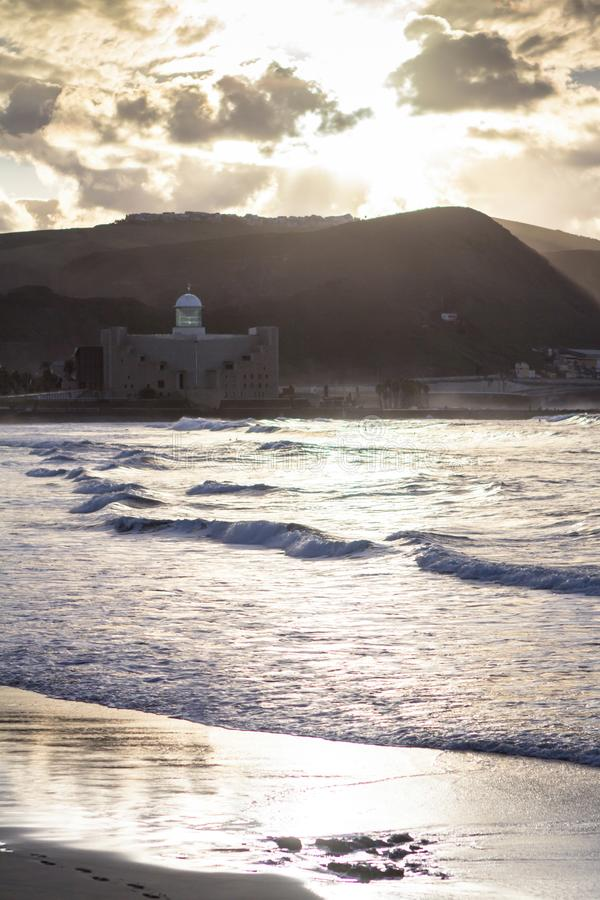 Download Playa DE Las Canteras, Las Palmas De Gran Canaria Stock Afbeelding - Afbeelding bestaande uit zand, hemel: 107701081