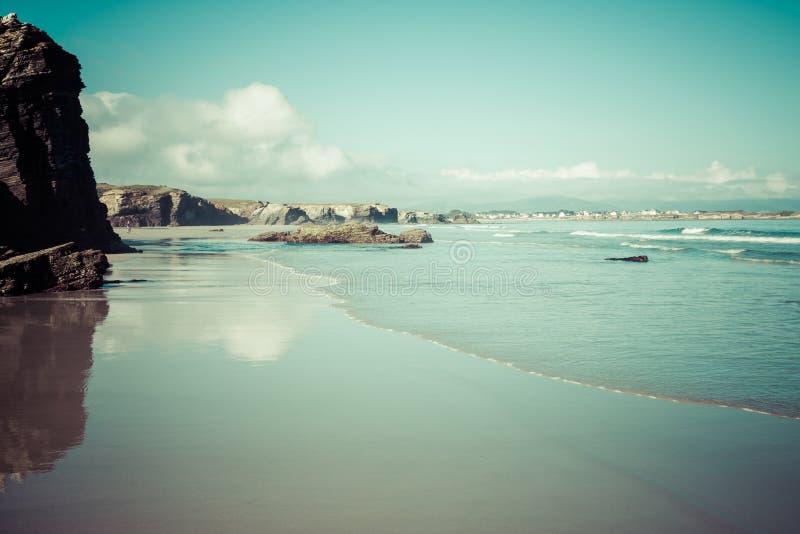 Playa de Las Catedrales en Galicia, España Playa del paraíso en Ribade imágenes de archivo libres de regalías