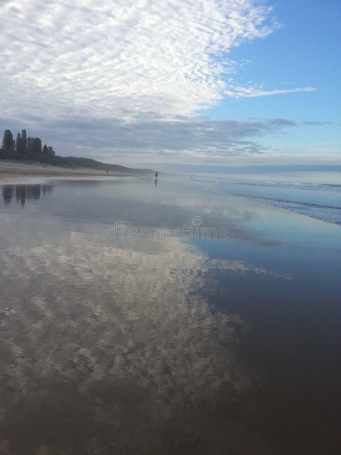 Playa de las nubes imagen de archivo libre de regalías