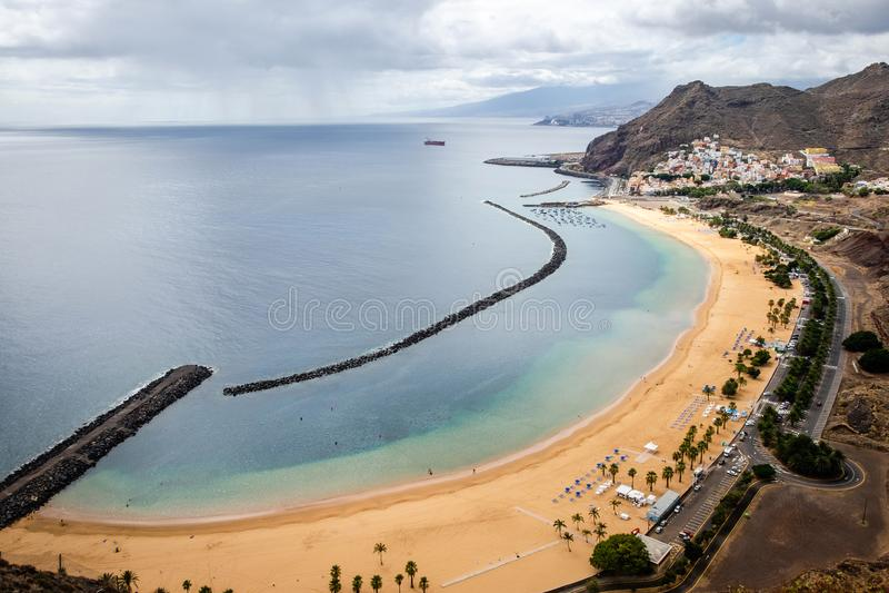"""Playa de Las Teresitas †""""den berömda stranden i Tenerife arkivfoto"""