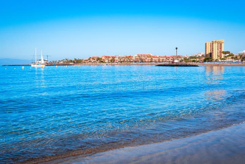 Playa de Las Vista, Tenerife, Espanha: Praia bonita em Los Cristianos fotografia de stock