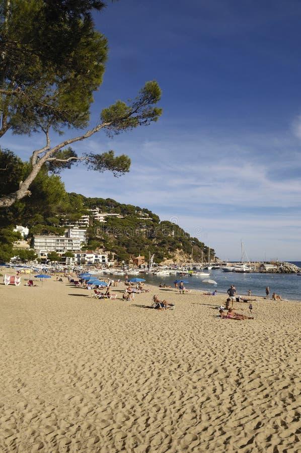Playa de Llafranc, Costa Brava, Girona, España fotos de archivo libres de regalías