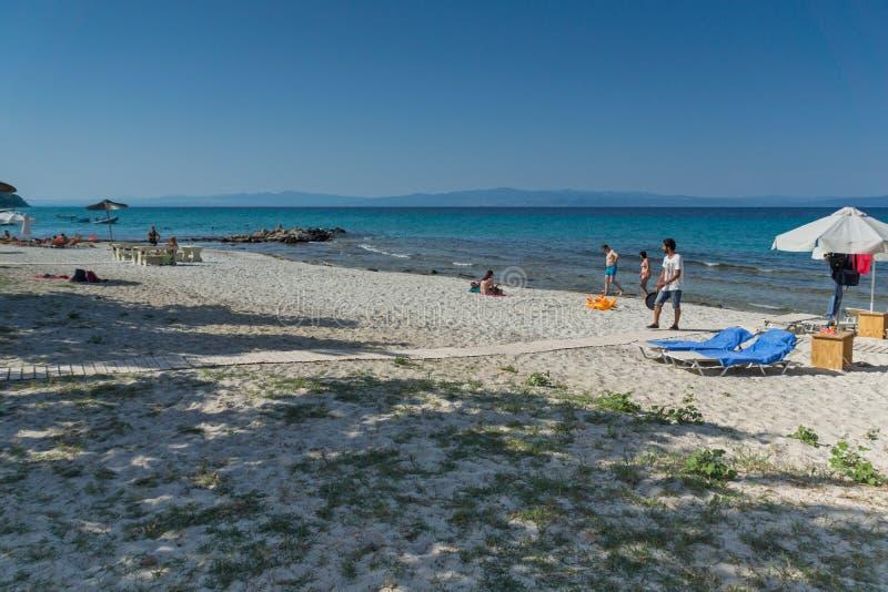 Playa de Nea Fokea en la península de Kassandra, Chalkidiki, Macedonia central imágenes de archivo libres de regalías