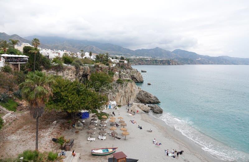Playa de Nerja en Balcon de Europa en Andalucía, España fotografía de archivo libre de regalías