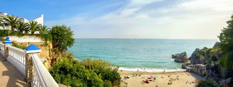 Playa de Nerja Provincia de Málaga, Costa del Sol, Andalucía, España imágenes de archivo libres de regalías