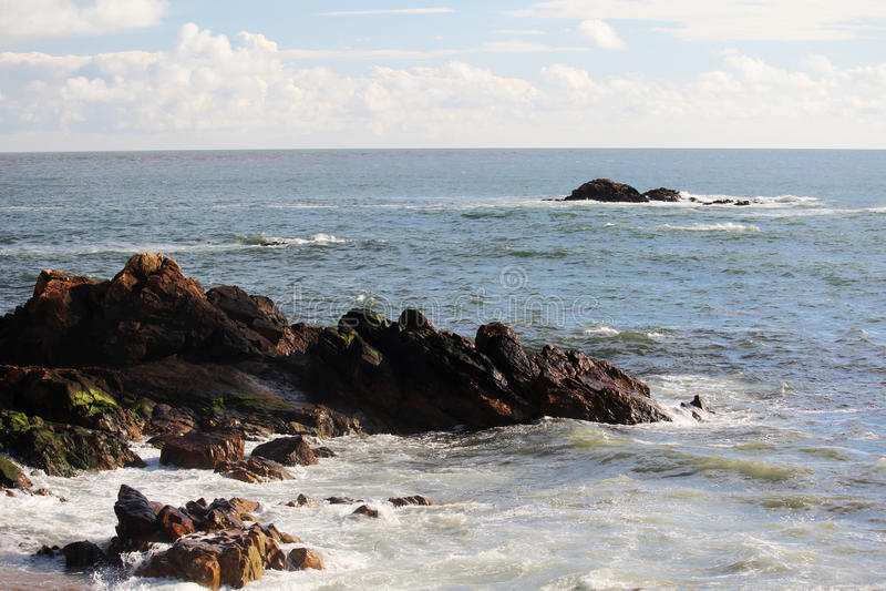 Playa de Océano Atlántico en Oporto, Portugal imagenes de archivo