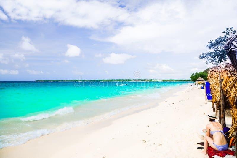 Playa de Paradies del Blanca de Playa en la isla Baru por Cartagena en Colombia fotos de archivo libres de regalías