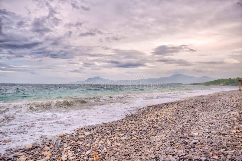 Playa de Pebbled de Punta Malabrigo, lobo, Batangas imagen de archivo libre de regalías