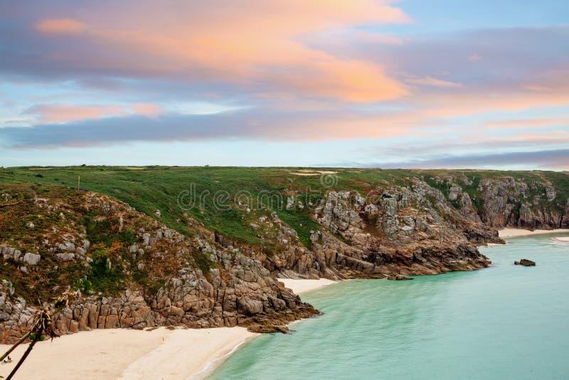Playa de Porthcurno en Cornualles, Reino Unido foto de archivo