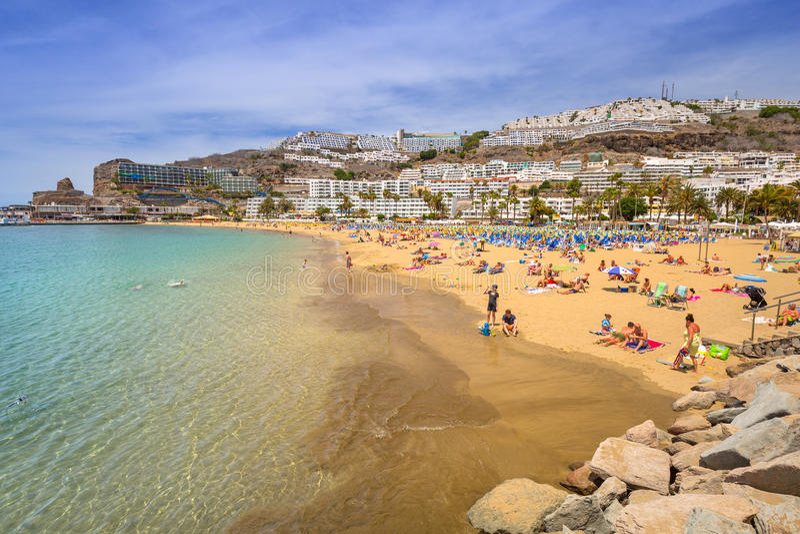 Playa de Puerto Rico en Gran Canaria fotografía de archivo