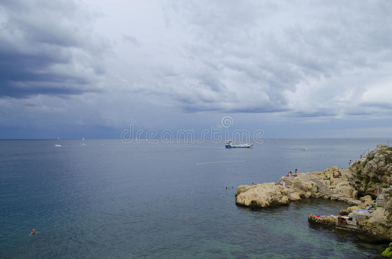 Download Playa de Rovinj foto editorial. Imagen de croatia, playa - 44854706