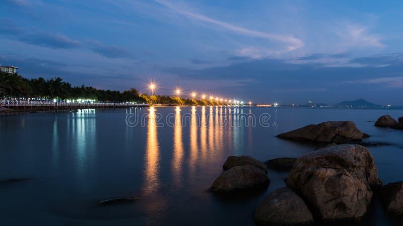 Playa de Saen de la explosión en la noche imagen de archivo libre de regalías