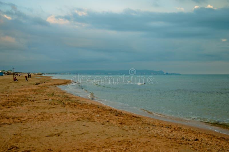 Playa de Sandy en Anapa imagen de archivo