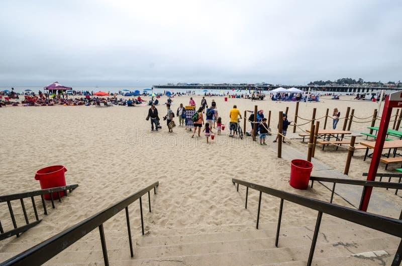 Playa de Sandy en Santa Cruz California en un día de verano foto de archivo