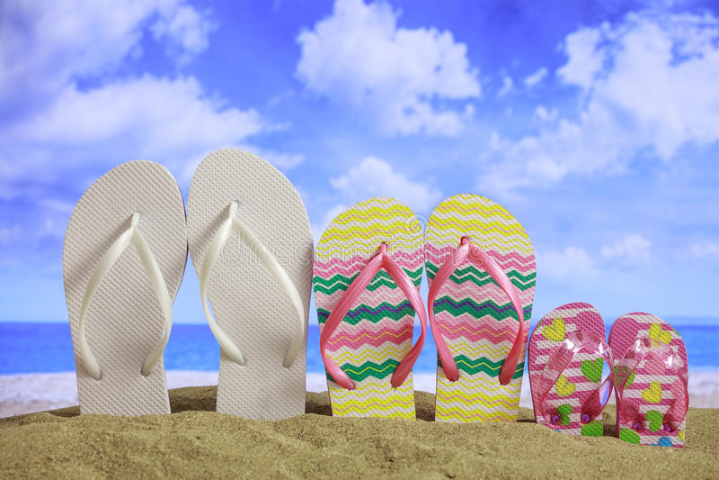 Playa de Sandy - vacaciones de verano de la familia fotos de archivo