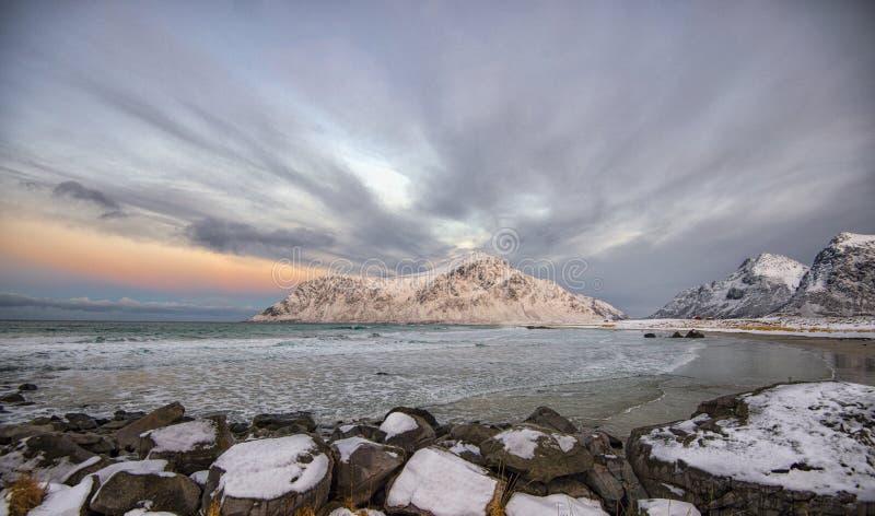 Playa de Skagen en el archipiélago de Lofoten fotos de archivo