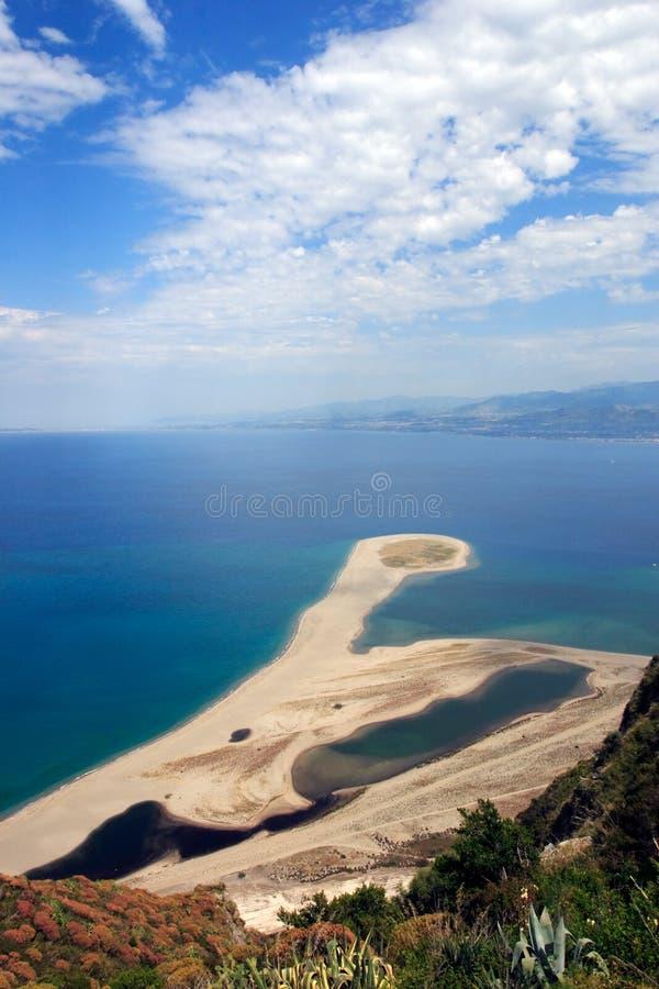 Playa de Tindari foto de archivo libre de regalías