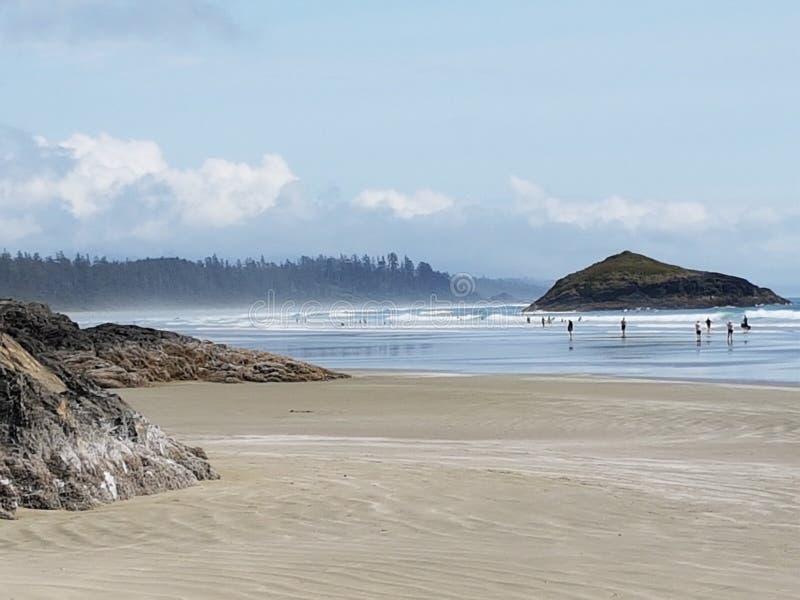Playa de Tofino en un día de verano agradable fotografía de archivo