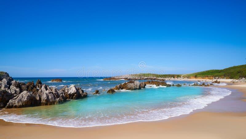Playa de Toro plaża w Llanes Asturias Hiszpania zdjęcia stock