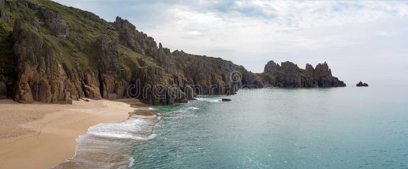 Playa de Treen, Cornualles imagen de archivo
