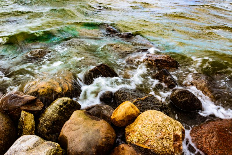Playa de Viismi, Estonia. Playa de piedra imagen de archivo