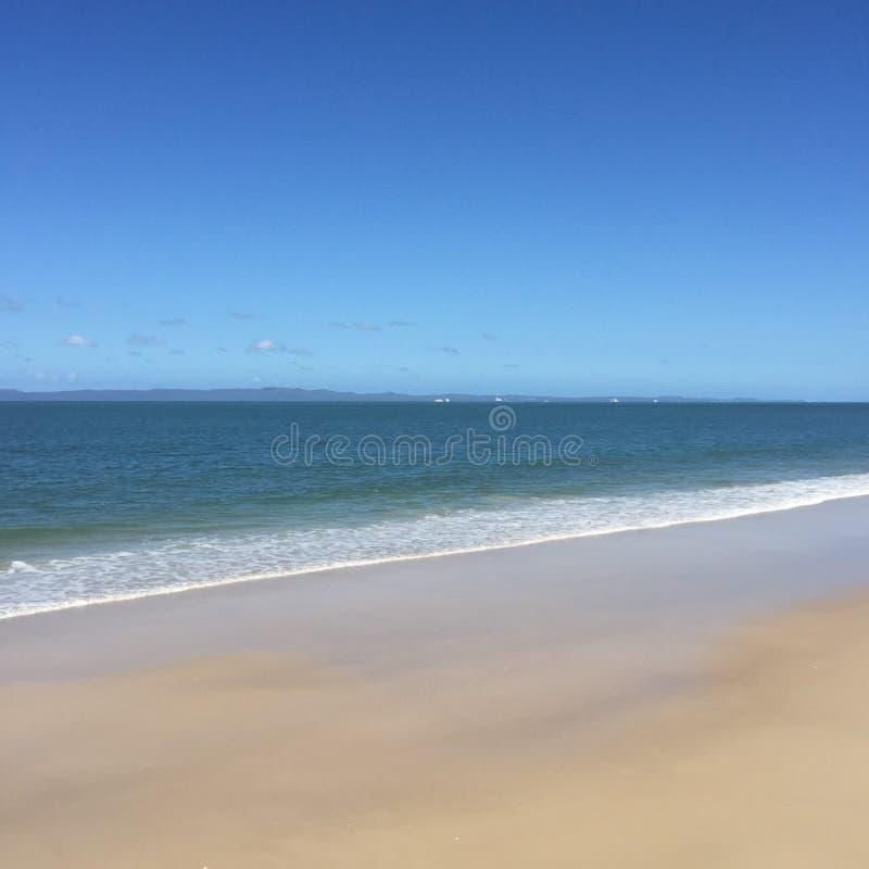 Playa de Woorim, cielo claro, agua clara, arena clara imagen de archivo