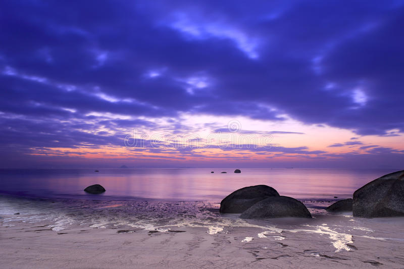 Playa del amanecer imágenes de archivo libres de regalías