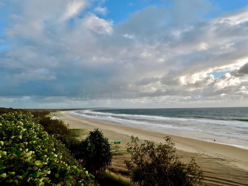 Playa del arco iris - la ciudad de la puerta a Fraser Island fotos de archivo libres de regalías