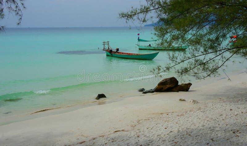 Playa del camboyano del ` s del barco foto de archivo